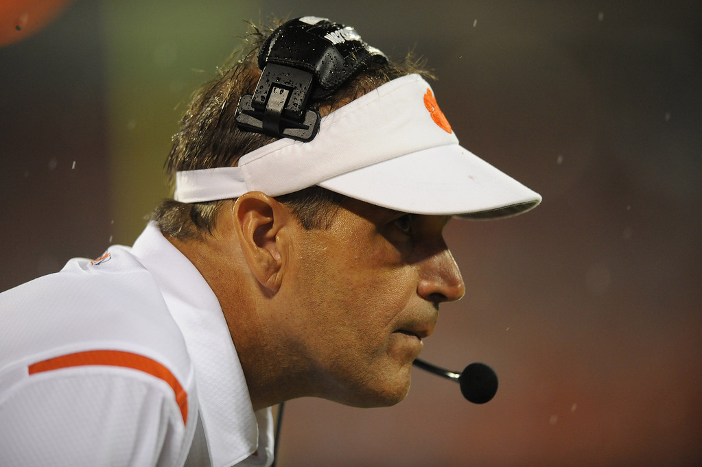 Clemson defensive coordinator Kevin Steele coaches against Middle Tennessee State Saturday, September 5, 2009 at Clemson&#39;s Memorial Stadium.